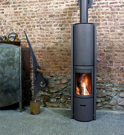 Comment choisir entre un poêle à bois ou une cheminée?