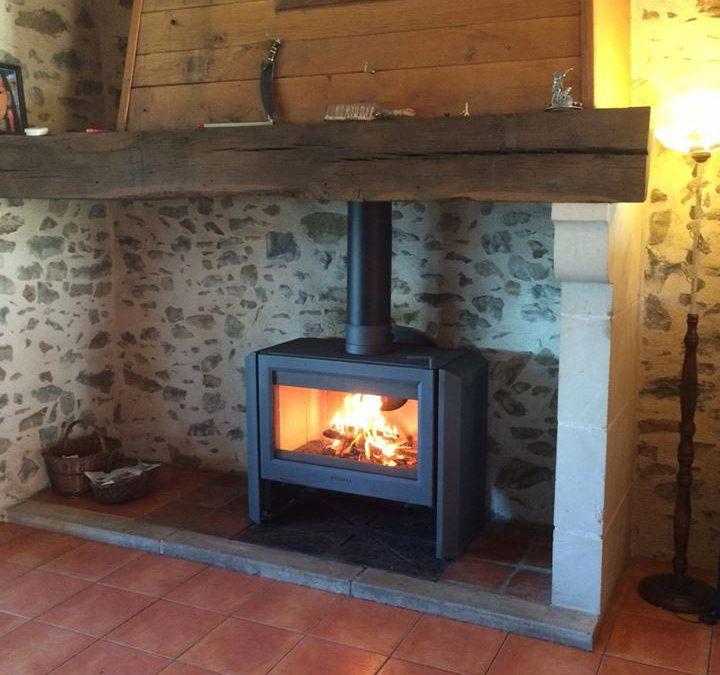Poêle dans une cheminée ancienne – Rodez